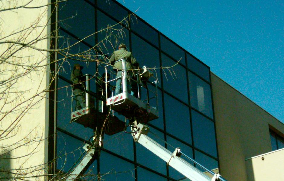 Entretien des bureaux - nettoyages des vitres -Alès Nettoyage